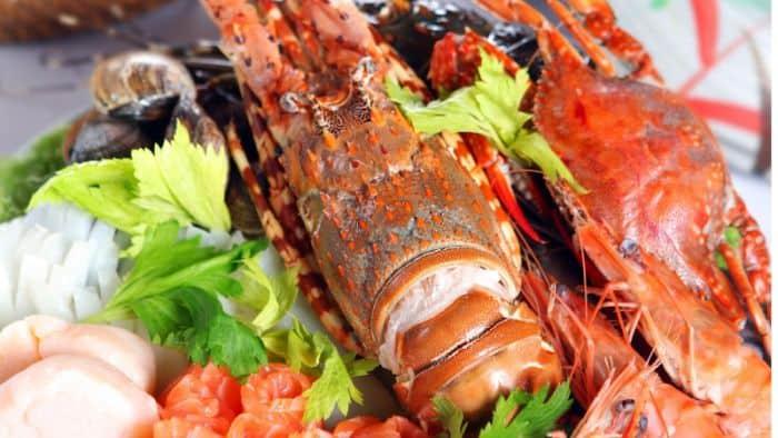 Hải sản tươi sống là thức ăn kích thích ham muốn cho chị em