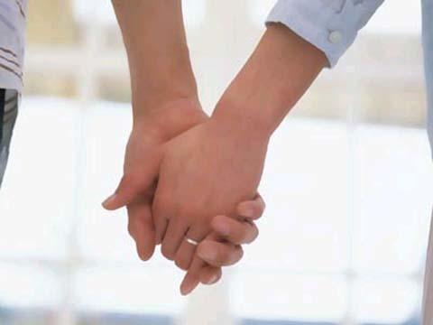 bàn tay đàn ông giúp phụ nữ ngăn ngừa ung thu vú
